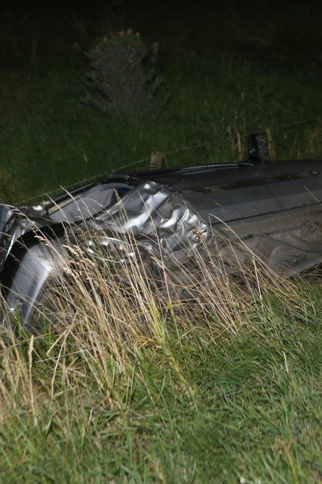 Jongen (19) rijdt gloednieuwe auto total loss in Hedel: gewond naar ziekenhuis