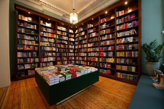 De boekenwinkel is heel stijlvol ingericht