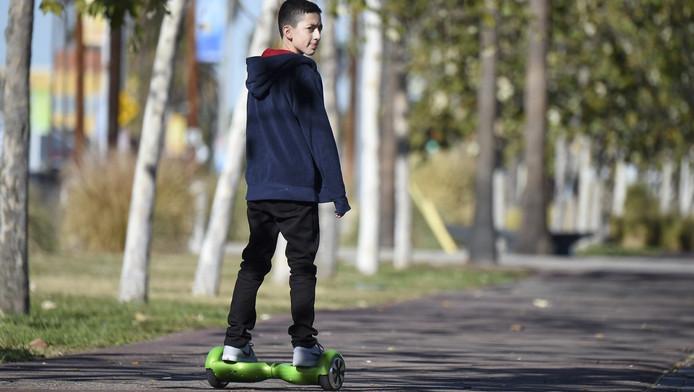 Een jongen op een hoverboard in Californië