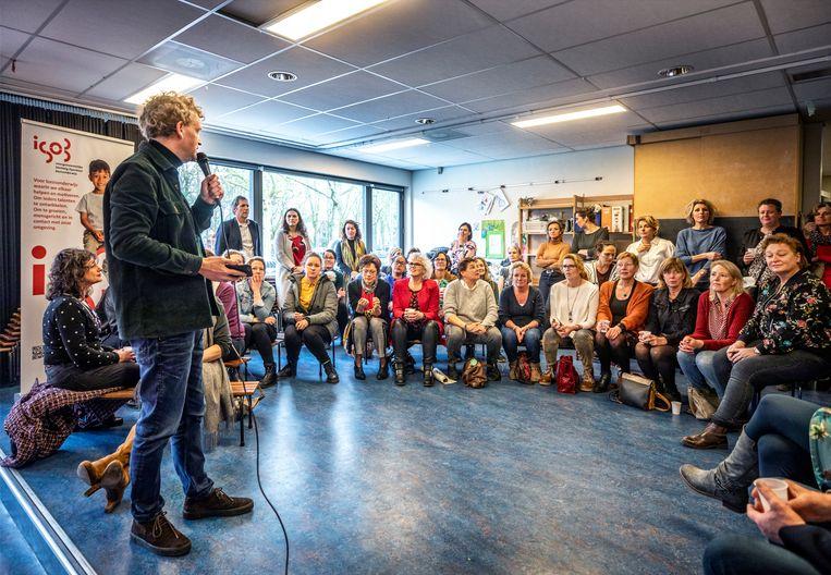Docenten op een bijeenkomst in Heiloo.  Beeld Raymond Rutting / de Volkskrant