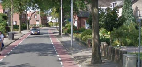 Nieuwe trottoirs voor Larenseweg in Holten