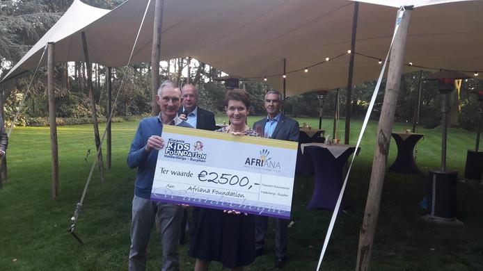 Afriana Foundation kreeg 2500 euro van Kiwanisclub