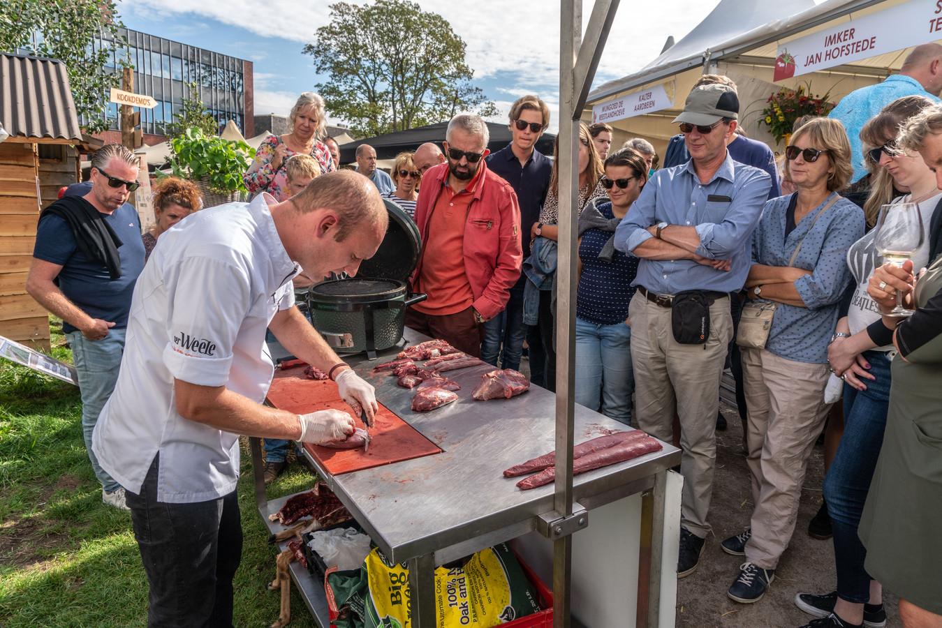 De grote toeloop van bezoekers nekte Chefs (R)Evolution zondag bijna, deelnemende restaurants waren al vroeg op de middag uitverkocht. Maandag was er een tweede kans tijdens de tweede dag van het culinaire evenement.