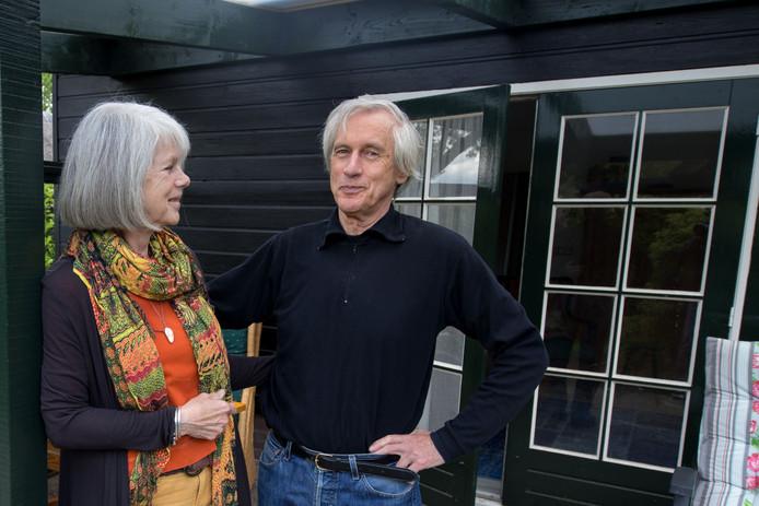 Henk Haalboom en zijn partner Justine Mol, die een boek over de zaak-Overzier heeft geschreven.