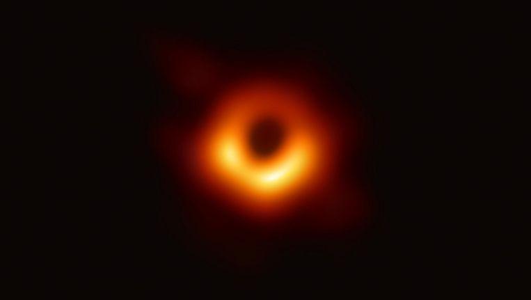 De eerste foto van een zwart gat. Beeld AFP