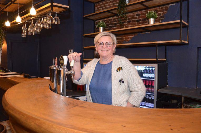 Sabine Arijs in haar café 't Oud Stadhuis in de Langemuntstraat in Ninove.