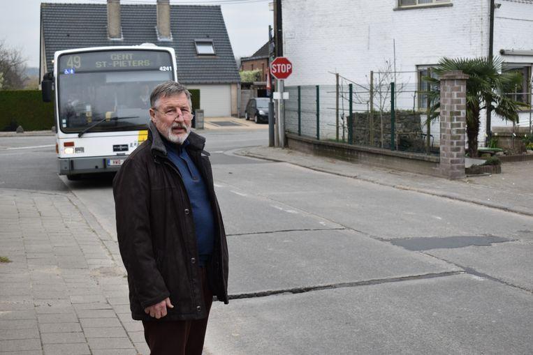 Een van de gevaarlijke punten met twee bushaltes is het kruispunt van de Wettersesteenweg met Bruisbeke en 's Hondshuffel.