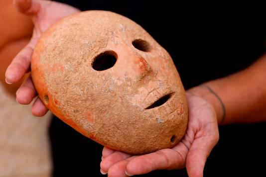 Maskers zoals dit kunnen op de zwarte markt wel een miljoen opbrengen.