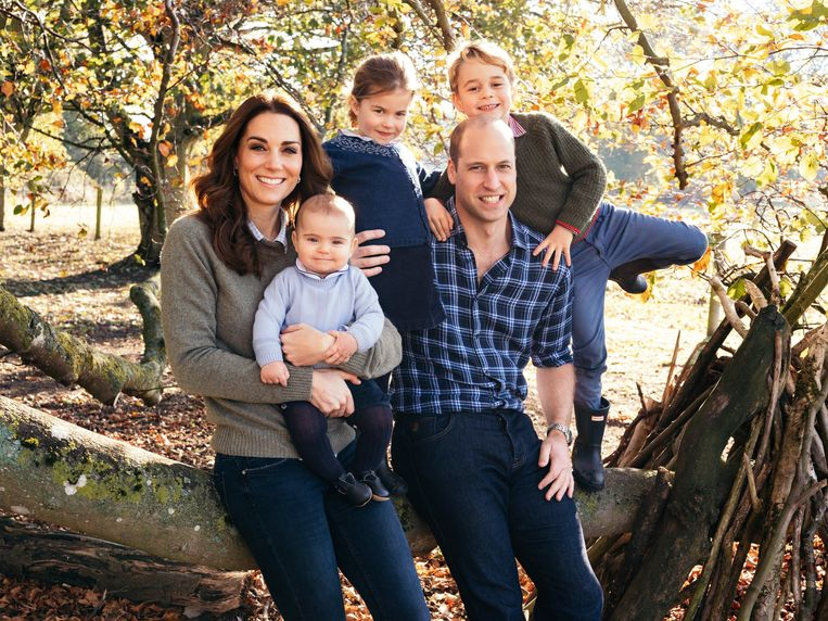 Het voltallige gezin (v.l.n.r.): Kate Middleton, prins Louis, prinses Charlotte, prins William, prins George.