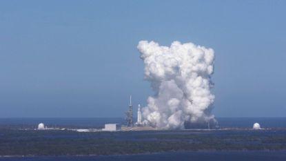 """Elon Musk test motoren Falcon Heavy en kondigt """"binnen een week of zo"""" lancering aan"""