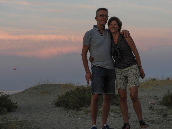 Rob en Renate van Leeuwen spaarden drie jaar voor een gezinsreis naar Indonesië. In plaats daarvan gaan ze met de caravan naar Frankrijk.