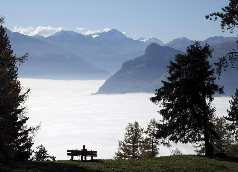 Zicht vanuit Lichtenstein op de Zwitserse berg Gonzen.