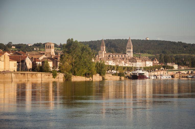 Zicht op de stad Tournus en de rivier de Saône. Beeld Getty Images