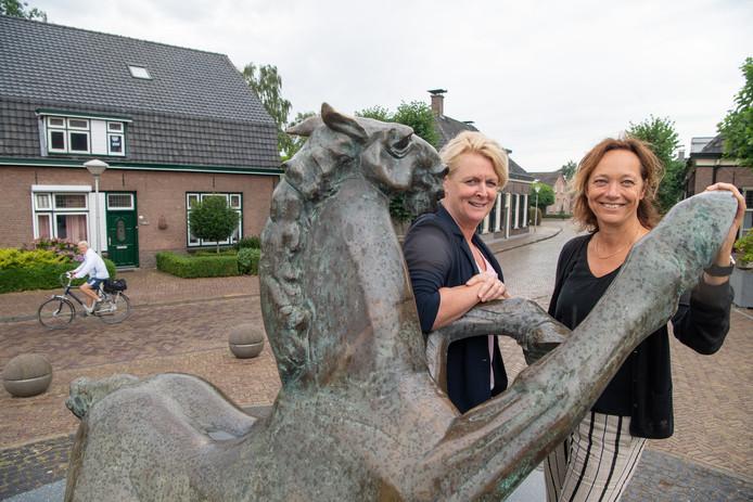 Marian Spin (links) en Eline Elshof zitten vol ideeën voor de viering van het 250-jarig bestaan van Hoonhorst in 2020.