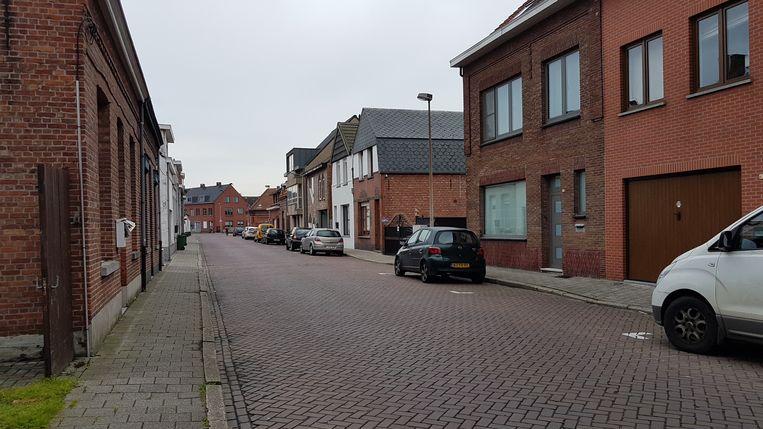 De Gustaaf Segersstraat is een drukke weg tussen de Gelmelstraat en de Vrijheid.
