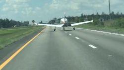 Vliegtuig maakt noodlanding op snelweg