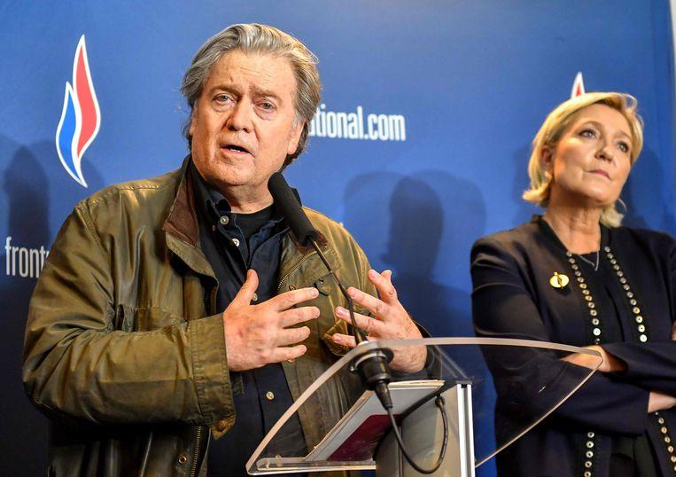 Steve Bannon op bezoek bij de partij van Marine Le Pen.