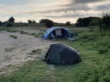 Boswachter betrapt Duits gezin dat kampeert in natuur langs De Waal: 'Sie kanst hier nicht kämpfen'