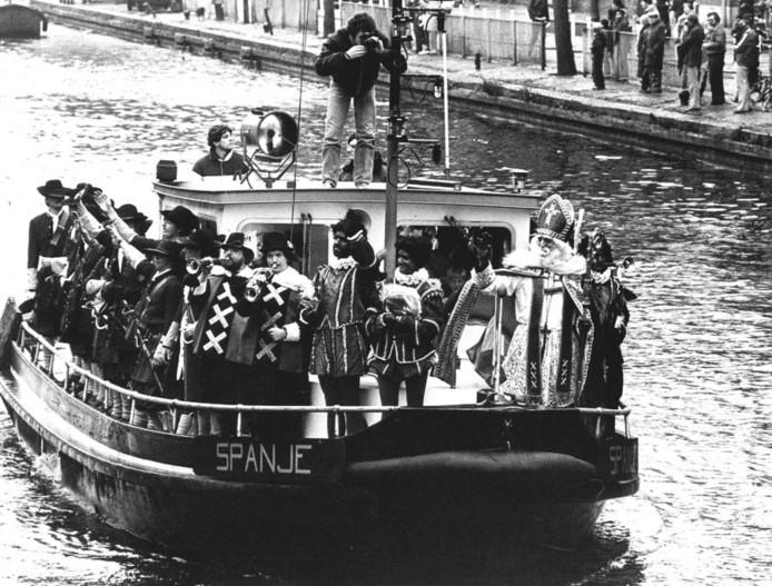 Op de boot genaamd Spanje, arriveert Sinterklaas in 1980