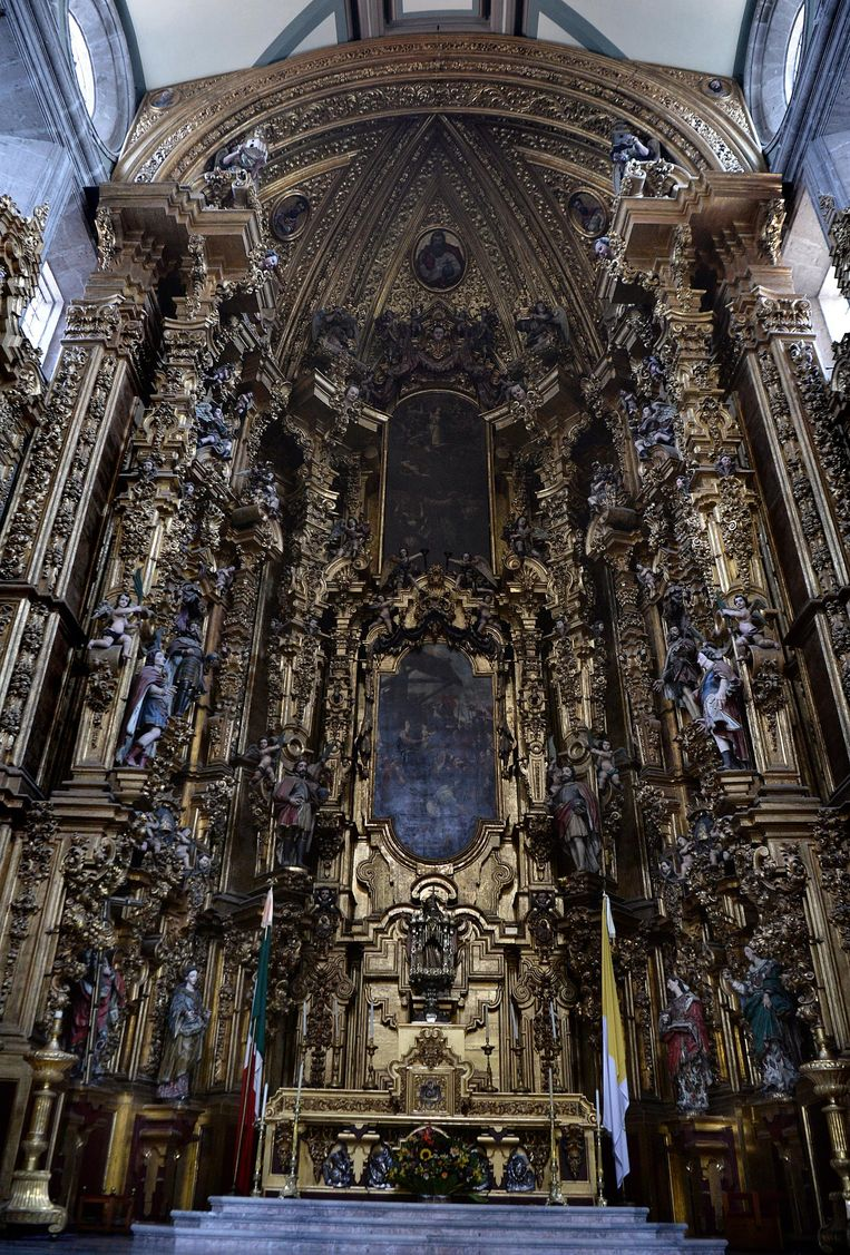 Het altaar in de Catedral Metropolitana. Beeld Marcel Van Den Bergh