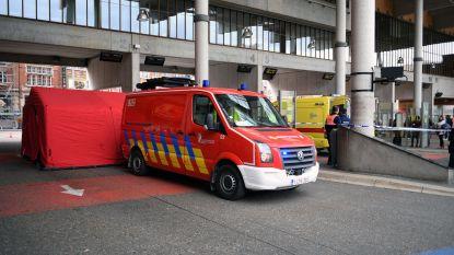 Vrouw (75) in kritieke toestand naar ziekenhuis gebracht nadat ze flauwvalt aan station
