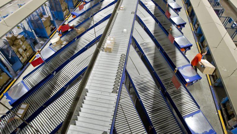 De werkvloer. Een sorteercentrum van TNT Express in Duiven. Beeld anp