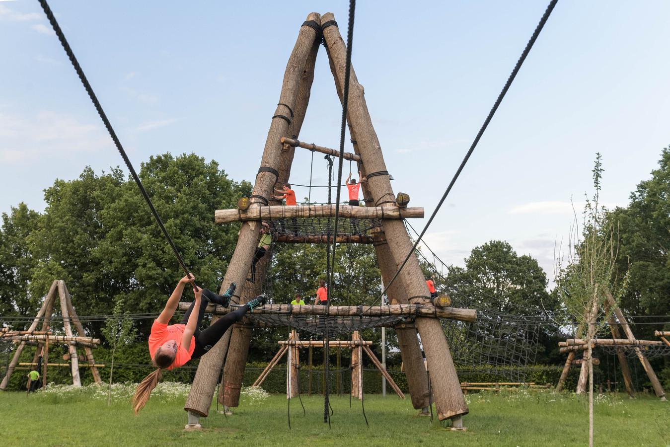 De hoogste hindernis in de nieuwe survivalbaan in Beltrum meet een dikke 16 meter.