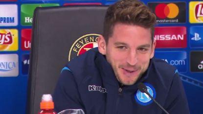"""Dries Mertens zorgt voor gegiechel in perszaal na conversatie met journaliste: """"Ook leuk om jou terug te zien"""""""