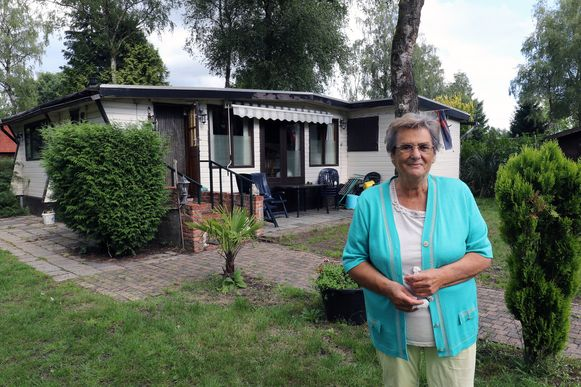 Jacqueline Bens bij haar vaste stek op camping Tulderheyde te Ravels.