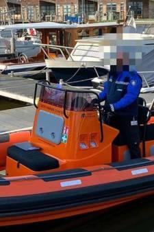 Mensen gaan massaal het water op in Steenbergen: handhavers starten nieuwe controles op boot