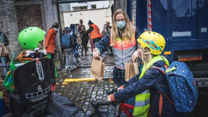 Fietsenwinkel Fiets! Colruyt voert actie voor campagne 'Laat je zien op de fiets' aan school