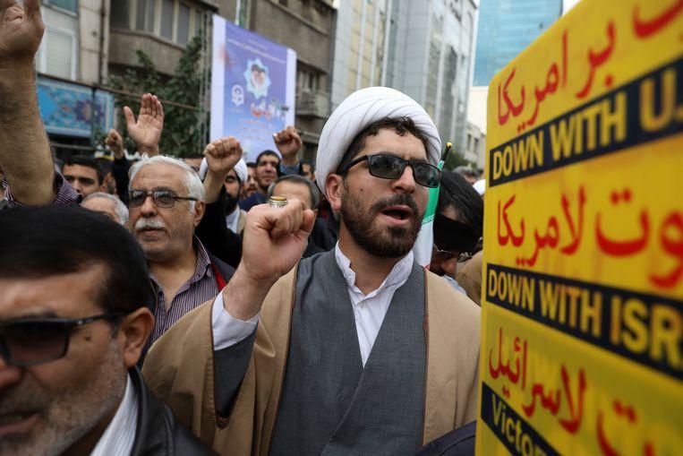 """""""Dood aan Amerika"""", klonk het in de straten van Teheran op de 40ste verjaardag van de gijzeling."""