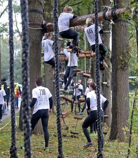 Finish op Dorpsplein Neede bevalt veel deelnemers survivalrun wel