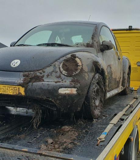 Eenzijdig ongeval Den Ham: vrouw rijdt sloot in