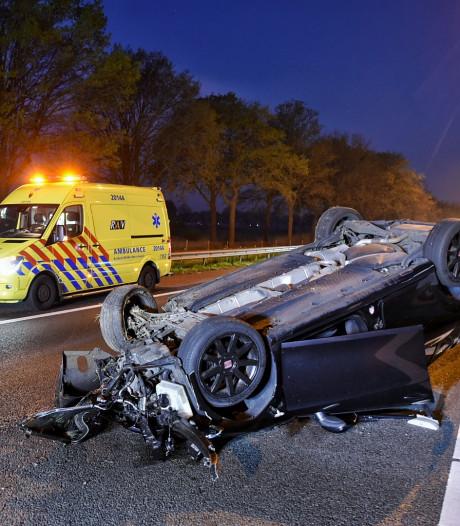 Twee gewonden bij ernstig ongeluk op A58 bij Moergestel: auto slaat over de kop