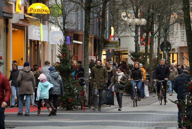 Gezellige drukte in de Gasthuisstraat, maar het was nog niet over de koppen lopen.