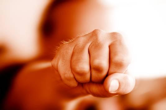 geweld vuist slaan stock knokken knokpartij