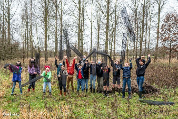 Kinderen planten bomen in Moorsel.