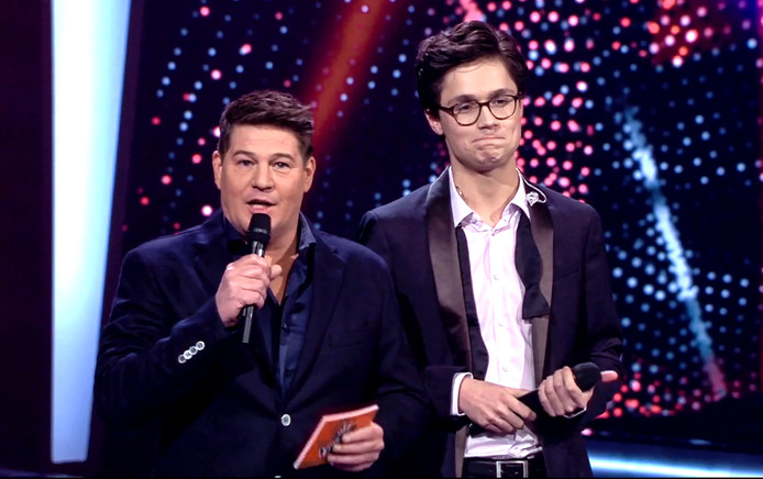 Martijn Krabbe in The Voice met kandidaat Dennis.