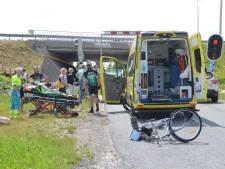 Fietser gewond afgevoerd na aanrijding in Zevenhuizen