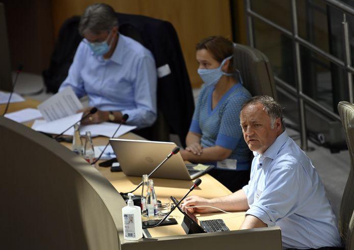 Virologen Herman Goossens, Erika Vlieghe en Marc Van Ranst tijdens een commissie in het Vlaams Parlement in juli over de coronacrisis.