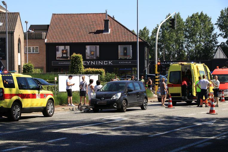Het ongeval gebeurde aan het kruispunt van de Hoogstraat en de Belselestraat.