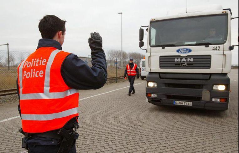 Archiefbeeld van een politieactie aan de haven van Zeebrugge in verband met de vluchtelingenproblematiek.
