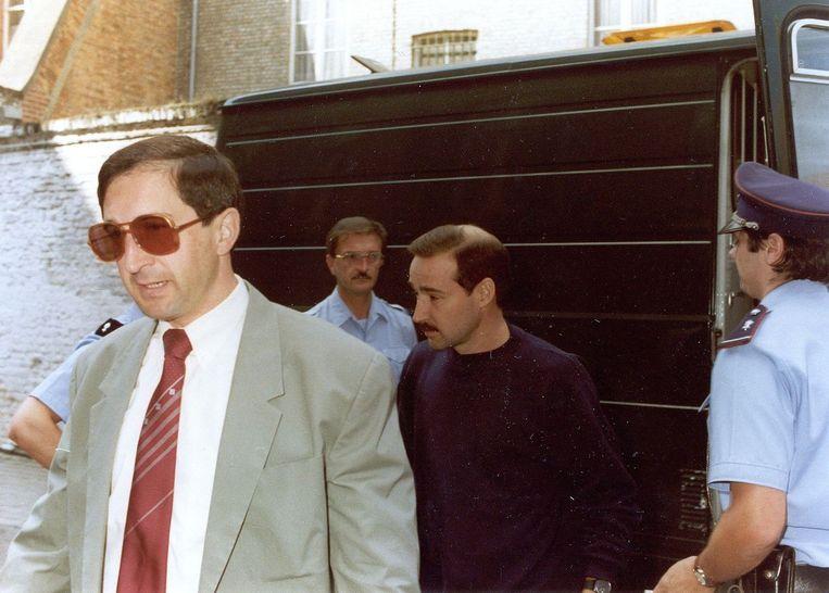 Gangster Madani Bouhouche (links vooraan) werd gelinkt aan verschillende moorden van de de jaren tachtig. De man is intussen overleden. Ook Robert Beijer (midden) zou betrokken geweest zijn bij de moord op Zwarts.