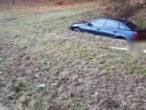 Auto in greppel naast Graafsebaan in Oss: bestuurder spoorloos