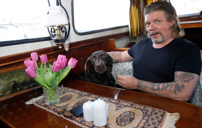 Manuel Suijkerbuijk en zijn hond X.