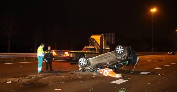 Zes autos betrokken bij ongevallen op A2 bij Liempde: weg naar Eindhoven is dicht.