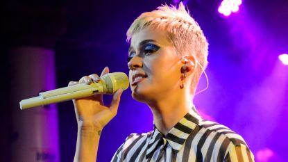 Katy Perry houdt minuut stilte voor Manchester
