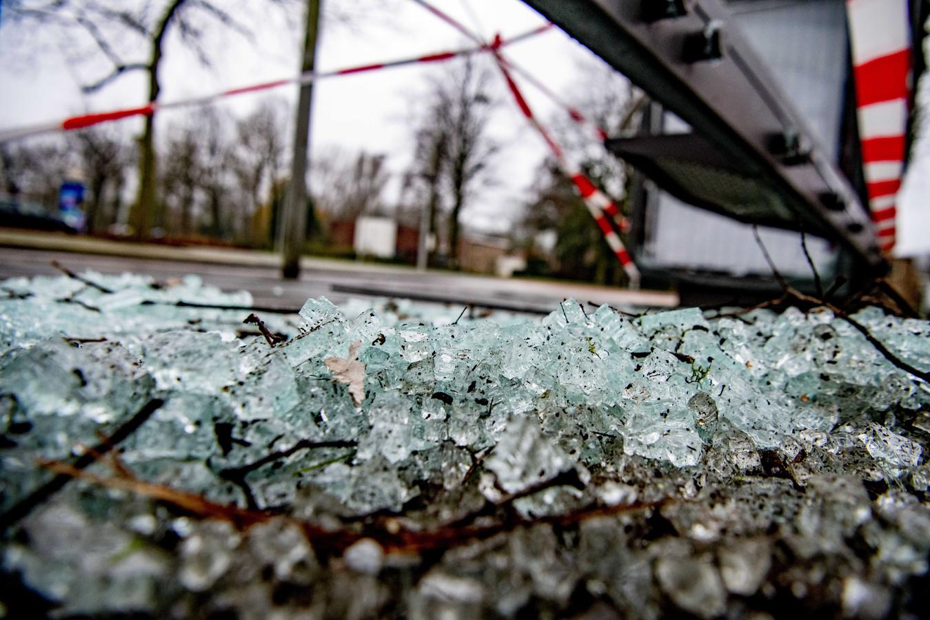 Een door vuurwerk vernield bushokje. Foto ter illustratie.