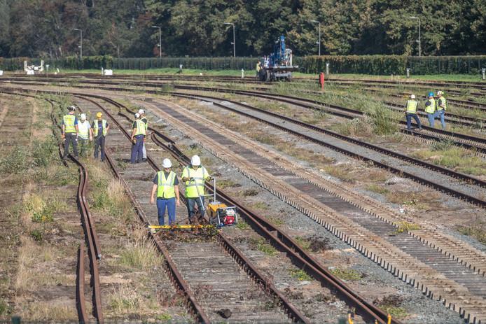 Prorail heeft vorig jaar gewerkt aan het rangeerterrein naast het Engelse werk.